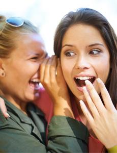 4 Cosas que tu Grupo de Amigas Sabe y tu Pareja No